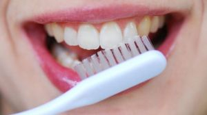 2-brush-teeth