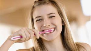 Main_Teenage_girl_brushing_teeth